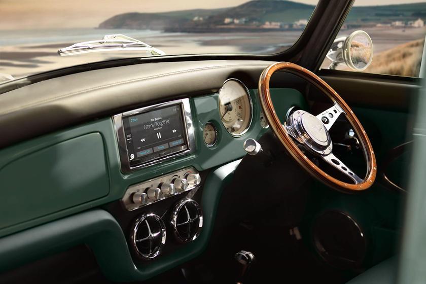 Hồi sinh mẫu ô tô mini 60 năm tuổi, giá gần 3 tỷ