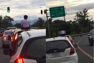 Kiểu chiều 'giết con', cho ngồi trên nóc ô tô đang chạy