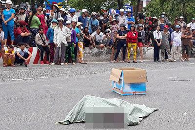 Người phụ nữ làm rơi bao tải chứa xác thai nhi xuống đường ở Kiên Giang