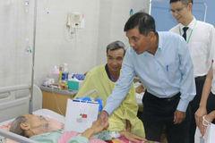 Trao 50 suất quà, mang Trung thu an lành tới bệnh nhân nghèo