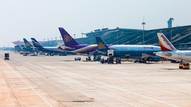 Các hãng bay 'tranh cãi' niêm yết giá vé, Cục Hàng không nói gì?