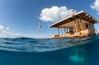 Khách sạn nửa nổi nửa chìm nằm giữa biển khơi