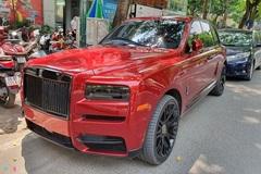 Rolls-Royce Cullinan màu đỏ độc xuất hiện tại Hà Nội với diện mạo mới