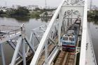 Chuyến tàu cuối băng qua cầu sắt Bình Lợi sau hơn 100 năm sử dụng