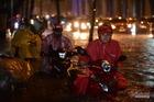 Có siêu máy bơm, vì sao đường Nguyễn Hữu Cảnh vẫn ngập suốt 3 tiếng?
