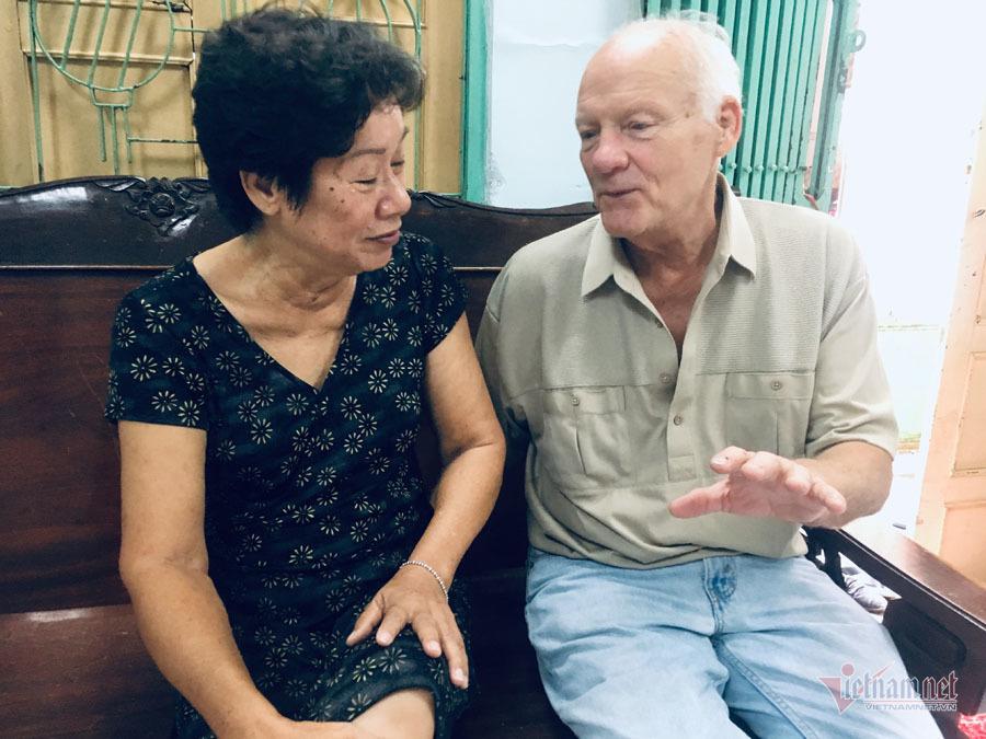 Cựu binh Mỹ thăm nhà mối tình đầu ở Đồng Nai, được người thân chào đón