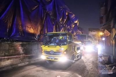 Nửa đêm hút bùn cạnh Rạng Đông, niêm phong cả xe chờ xử lý
