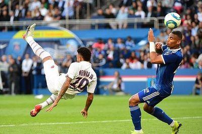 Neymar lập siêu phẩm ở phút 92 giúp PSG có 3 điểm