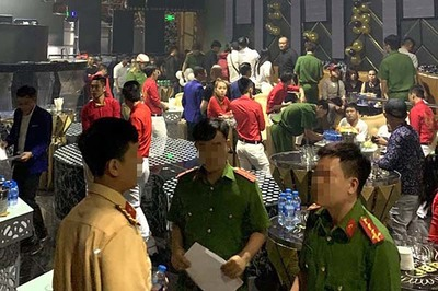 Đột kích vũ trường trung tâm Sài Gòn, tạm giữ 85 dân chơi