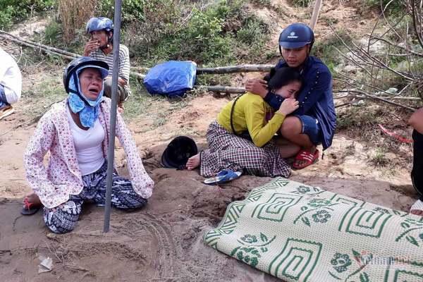 Tìm thấy thi thể cha mẹ bé gái 18 tháng tuổi trôi sông ở Quảng Trị
