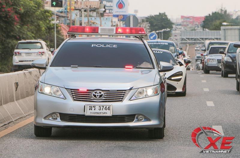 Cảnh sát giao thông Thái Lan dẫn đường Cường 'đô la' lái McLaren 720S