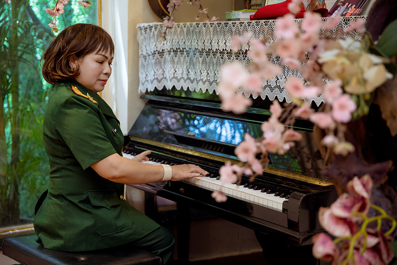 NSND Quang Thọ, Anh Thơ chúc mừng Rơ Chăm Phiang 'lên' NSND