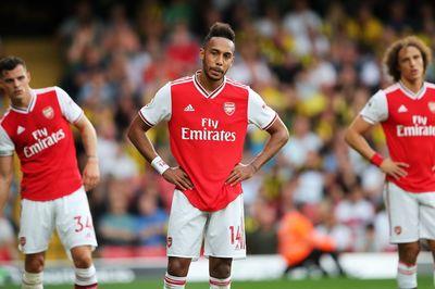 Hàng thủ quá tệ, Arsenal đánh rơi chiến thắng