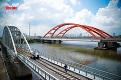 New bridge in HCM City crossing Sai Gon River opens to train traffic