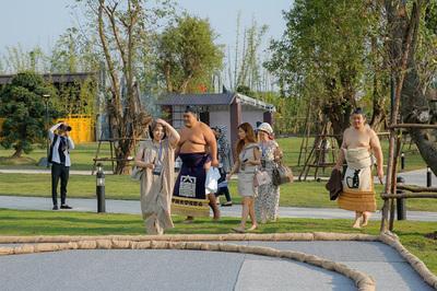Hai đại võ sĩ sumo nổi tiếng Nhật Bản bất ngờ xuất hiện ở Việt Nam