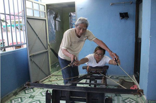 Man devotes his life,helping children with disabilities,social news,vietnamnet bridge,english news,Vietnam news,vietnamnet news,Vietnam latest news,Vietnam breaking news,Vietnamese newspaper,news vietnam