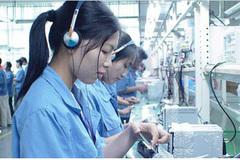 VN university graduates take jobs at factories