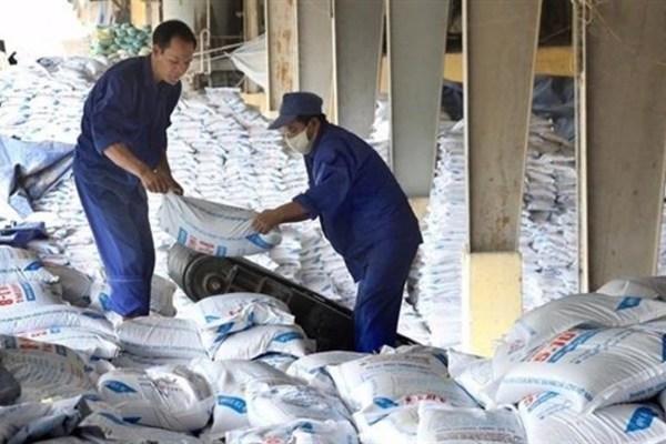 VN fertiliser stocks nosedive on difficulties