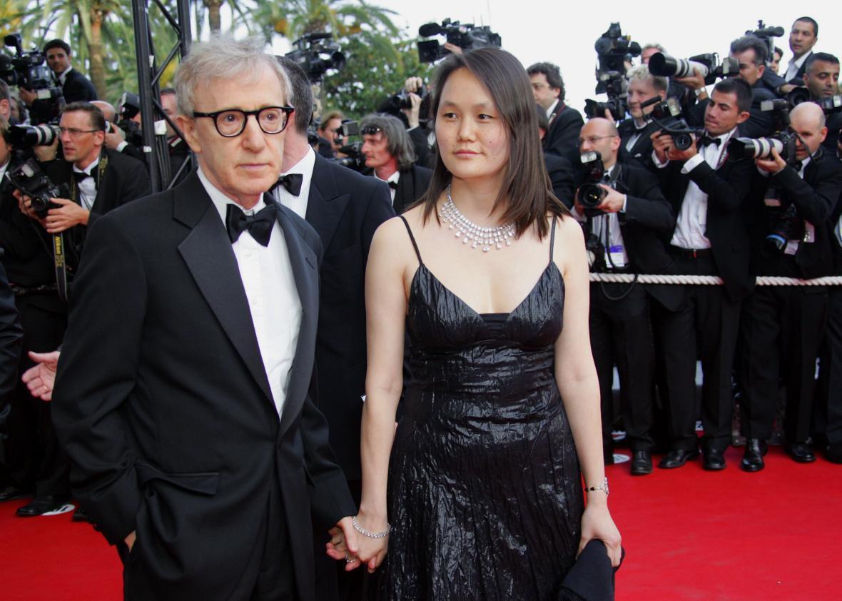 'Góa phụ đen' bị chỉ trích vì ủng hộ đạo diễn nổi tiếng cưới con gái nuôi