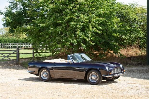 Bộ sưu tập xe cổ quý hiếm của Anh rao giá 72 tỷ