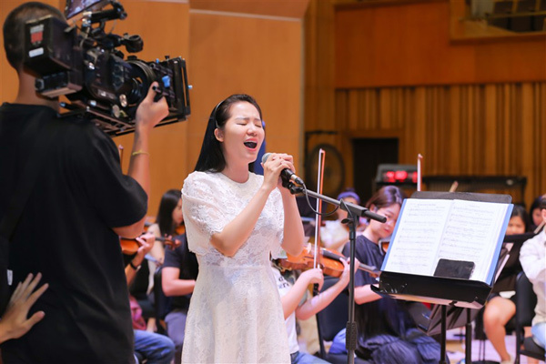 Sao Mai Phạm Thùy Dung cùng dàn soái ca tập liveconcert 'Trăng Hát'