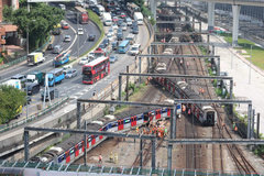 Tàu điện ngầm Hong Kong trật bánh, nhiều người bị thương