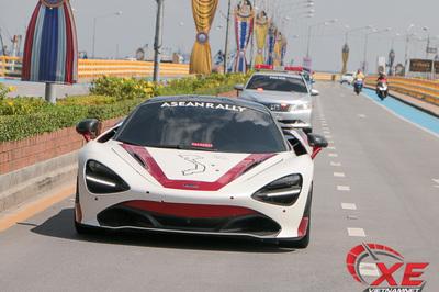 Trải nghiệm siêu xe hot nhất Việt Nam chạy 250km/h trên cao tốc Thái Lan