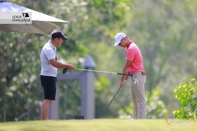 """Phạm Minh Đức làm tình nguyện viên, """"dạy"""" golfer số 1 Việt Nam"""