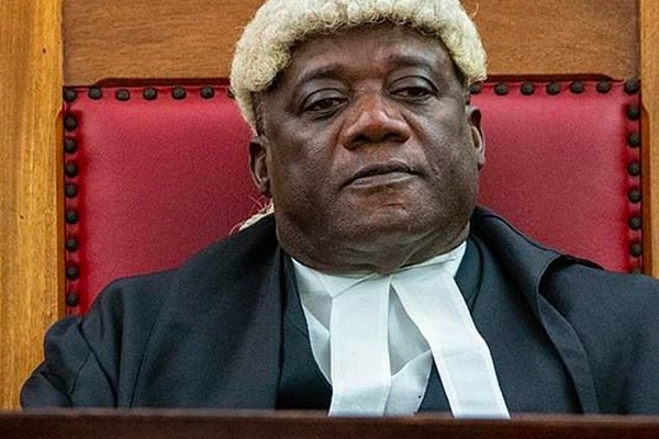 Thẩm phán bị kích thích khi xử án liên quan tới tình dục