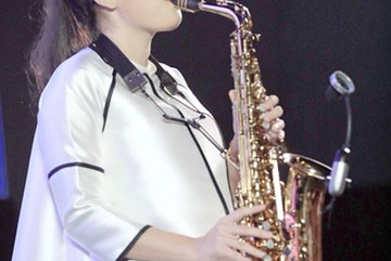 Teenage saxophonist releases debut MV
