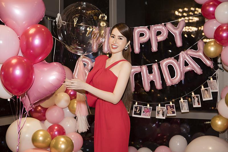Sinh nhật ấm áp bên bạn bè của hoa hậu Princerss Ngọc Hân