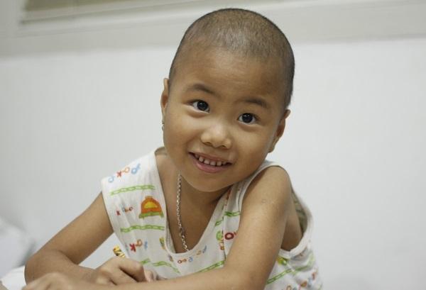 Động lực chữa bệnh đặc biệt của cô bé ung thư máu 6 tuổi