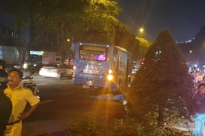 Thanh niên bị xe buýt cán chết trong làn ô tô ở cửa ngõ Sài Gòn