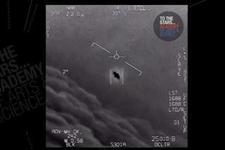 """Hải quân Mỹ xác nhận chạm trán với """"đĩa bay"""""""