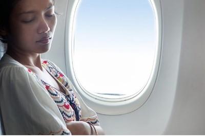 Khi đi máy bay, nên mặc đồ gì cho phù hợp