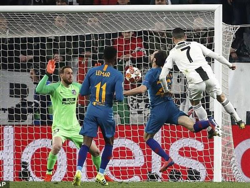 Ronaldo đổi ý… về vườn, muốn cú ăn ba với Juventus