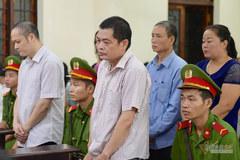 Triệu tập hiệu trưởng THPT chuyên Hà Giang, hoãn phiên tòa đến 14/10