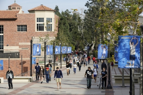 Bà mẹ TQ hối lộ hơn 9 tỉ cho con trai vào đại học Mỹ