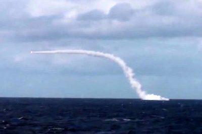 """Xem tàu ngầm Nga nã tên lửa phá hủy """"chiến hạm địch"""""""
