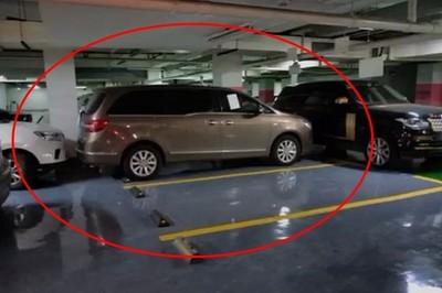 Dân mạng hả hê với màn trả đũa thói đỗ xe vô lối của đại gia Trung Quốc