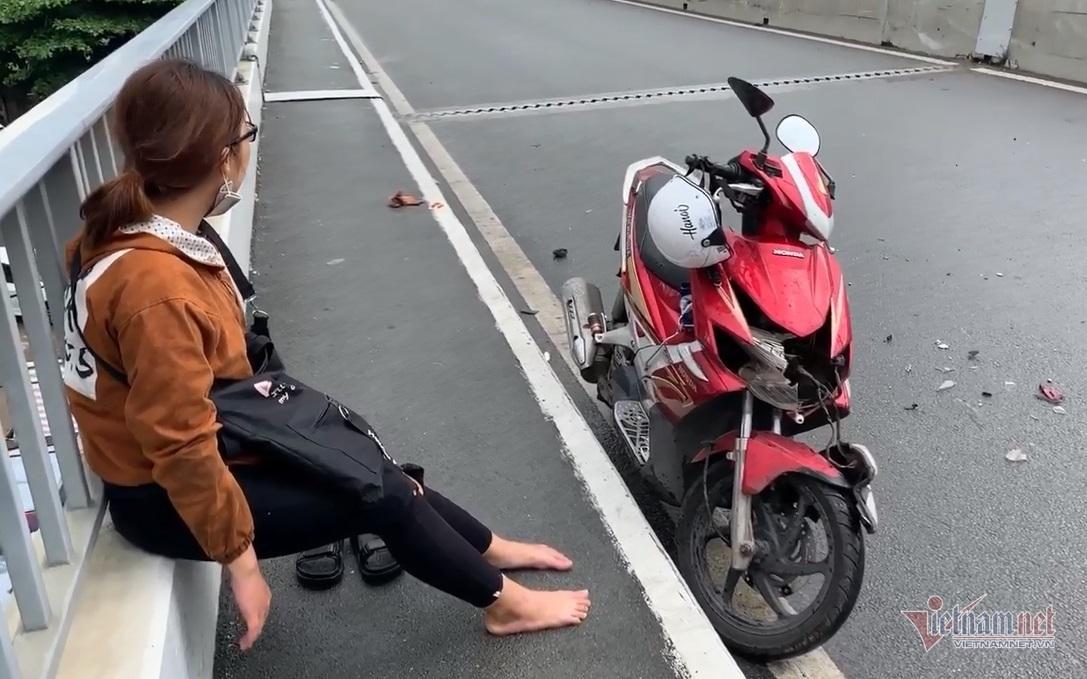 Cảnh sát phong tỏa cầu Sài Gòn, rửa đường đầy nhớt xe máy ngã nhoài