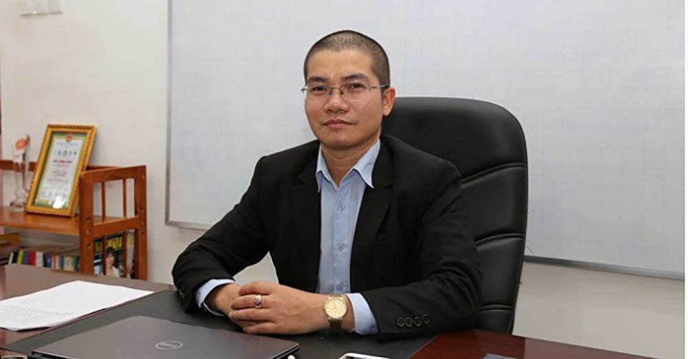 Anh em Nguyễn Thái Luyện từng về quê tặng áo mưa, mũ bảo hiểm
