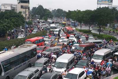Cửa ngõ Sài Gòn kẹt nghẹt thở không hở xăng-ti-mét nào