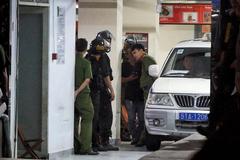 Trăm cảnh sát bồng súng AK, khám xét trụ sở Alibaba xuyên đêm