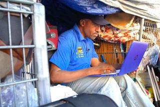 Từ chối học Harvard, tốt nghiệp Yale, người đàn ông trở thành vô gia cư