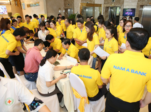200 đơn vị máu hiến tặng trong Ngày hội Đỏ Nam A Bank