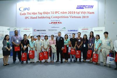 Nữ 'tay hàn' giành giải quán quân ở triển lãm NEPCON