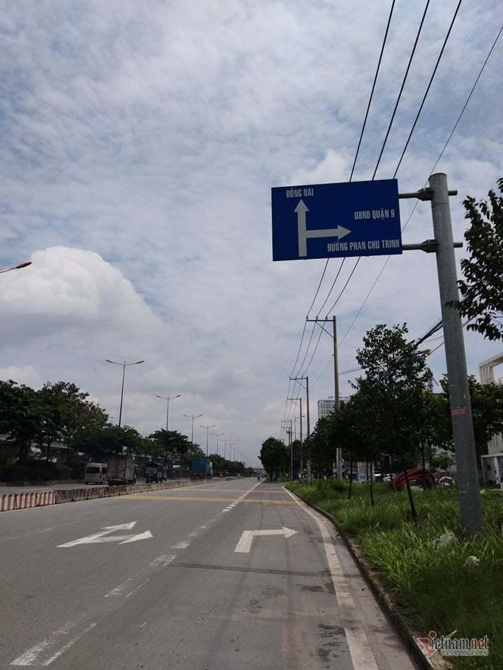 Dải bê tông 'gài bẫy' ở cửa ngõ Sài Gòn, thanh niên lao trúng lăn bất tỉnh