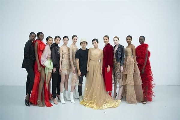 Vietnamese designer Tran Hung showcases new designs at London Fashion Week