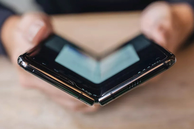 Có giá tới hơn 2.000 USD, Galaxy Fold vẫn 'cháy hàng'